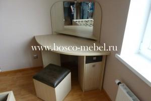 туалетный стол с пуфиком